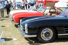 Carros de esportes clássicos dos benzes alinhados Foto de Stock