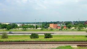 Carros de estrada de ferro do tráfego da rua vídeos de arquivo