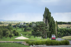 Carros de golf en paisaje Fotos de archivo libres de regalías
