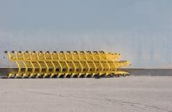 Carros de la compra amarillos Fotos de archivo libres de regalías