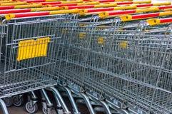 Carros de la compra en estacionamiento fotografía de archivo libre de regalías
