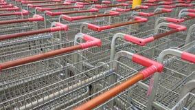 Carros de la compra para comprar comida Imagenes de archivo