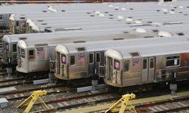 Carros de metro de NYC em um depósito Imagens de Stock
