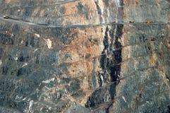 Carros de mina en la mina de oro Imagenes de archivo