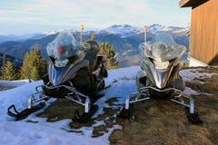 Carros de neve dos serviços de urgências em Courchevel imagens de stock royalty free