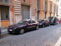 Carros de polícia de Carabinieri Roma nas ruas do Europa de Roma Itália imagem de stock royalty free