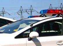 Carros de polícia com as sirenes vermelhas e cor azul Imagens de Stock