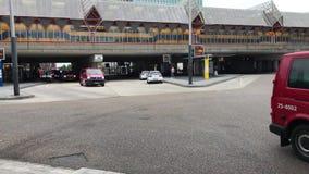 Carros de polícia e camionetes holandeses do corpo dos bombeiros filme