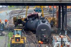Carros de trem que levam o óleo descarrilhado fotografia de stock royalty free