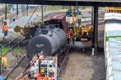 Carros de trem que levam o óleo descarrilhado imagem de stock royalty free