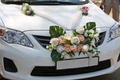 Carros decorados para o dia do casamento Fotos de Stock Royalty Free