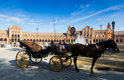 Carros del caballo en Plaza de Espana Sevilla, España fotos de archivo libres de regalías