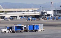 Carros del cargo en aeropuerto Imagen de archivo libre de regalías