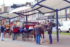 Carros del taxi del caballo en Great Yarmouth foto de archivo libre de regalías