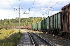 Carros del tren de carga imagenes de archivo