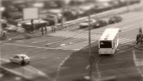 """Carros deslocamento de Tilt†do """"no tráfego, visto de cima de video estoque"""