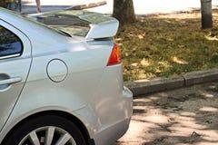 Carros e seu vário close-up das peças nas ruas de Odessa, Ucrânia foto de stock