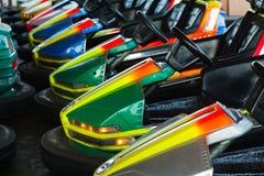 Carros elétricos no parque de diversões Fotos de Stock
