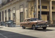 Carros em Havana velho, Cuba Fotografia de Stock