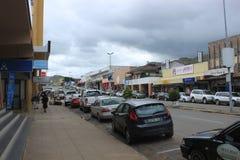 Carros em Mbabane, Suazilândia, África meridional, cidade africana imagens de stock royalty free