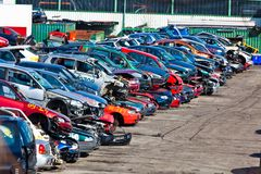 Carros em um junkyard Foto de Stock Royalty Free
