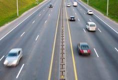 Carros em uma estrada foto de stock royalty free