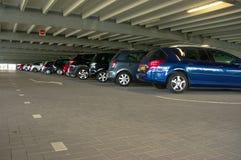 Carros na garagem de estacionamento Imagens de Stock Royalty Free