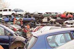 Carros no cemitério de automóveis Foto de Stock Royalty Free