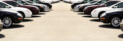 Carros no lote do carro Foto de Stock