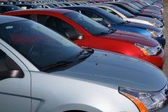 Carros no lote novo do carro Foto de Stock