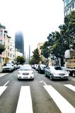 Carros no sinal em San Francisco fotografia de stock