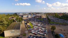 Carros novos em um porto, vista de cima de vídeos de arquivo