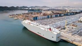 Carros novos prontos para enviar no porto de Tailândia Fotos de Stock