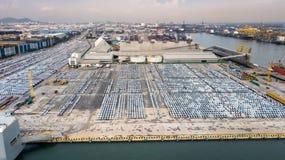 Carros novos prontos para enviar no porto de Tailândia Imagens de Stock Royalty Free