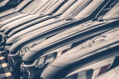 Carros para a fileira da venda Imagens de Stock