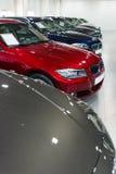 Carros para a venda na sala de exposições  Imagens de Stock Royalty Free