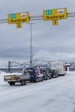 Carros que esperam o cruzamento de balsa Fotografia de Stock Royalty Free