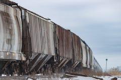 Carros Railway que curvam-se na distância Fotografia de Stock