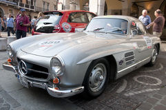 Carros retros Mille Miglia da raça famosa imagens de stock