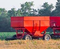 Carros rojos del grano Imagenes de archivo