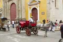 Carros traídos por caballo en Cartagena, Colombia Fotos de archivo libres de regalías