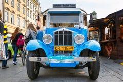 Carros velhos clássicos na reunião de carros do vintage em Krakow, Polônia Fotografia de Stock Royalty Free