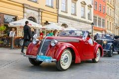 Carros velhos clássicos na reunião de carros do vintage em Krakow, Polônia Fotos de Stock