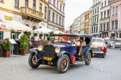 Carros velhos clássicos na reunião de carros do vintage em Krakow, Polônia Fotografia de Stock