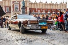 Carros velhos clássicos na reunião de carros do vintage em Krakow, Polônia Fotos de Stock Royalty Free