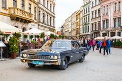 Carros velhos clássicos na reunião de carros do vintage em Krakow, Polônia Foto de Stock