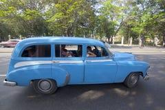 Carros velhos cubanos Imagens de Stock Royalty Free