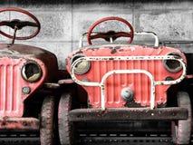 Carros velhos e oxidados do pedal para a criança Fotografia de Stock