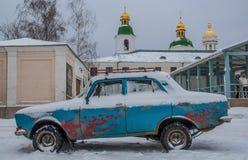 Carros velhos em Kiev, Ucrânia fotografia de stock royalty free