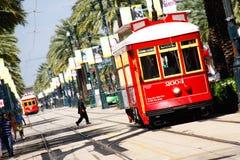 Carros vermelhos do Canal Street de Nova Orleães Imagens de Stock